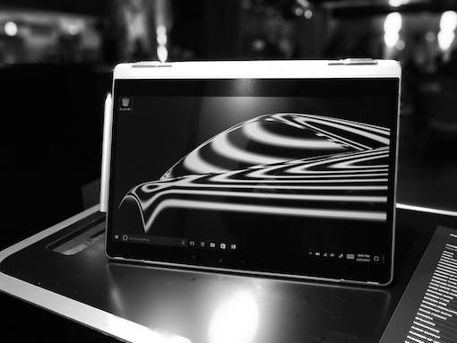Porsche Design Book One im Kino- oder Präsentationsmodusmodus